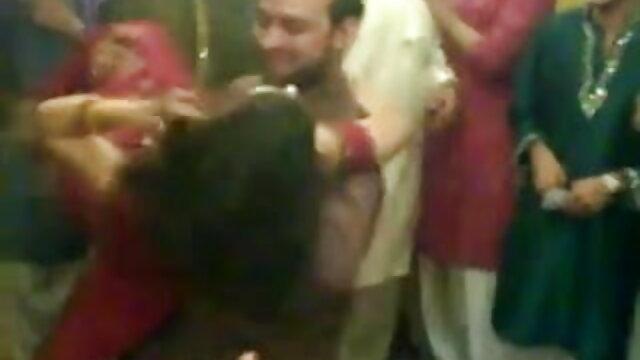 پتلی لڑکی Gina Gershon اس کلیپ سک ایرانی کے پیر پھیلا وسیع صبح میں