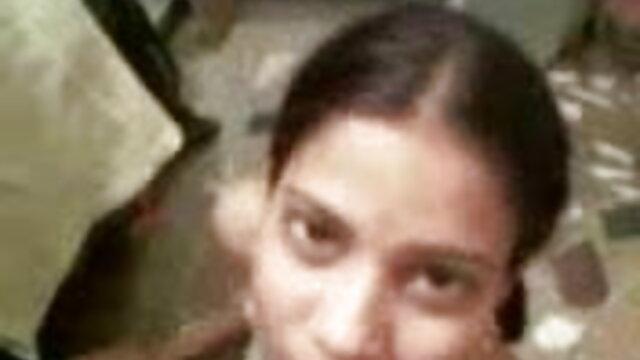 شاٹ کلیپ سکسی زن شوهر دار ایرانی کے بچے سڑک پر