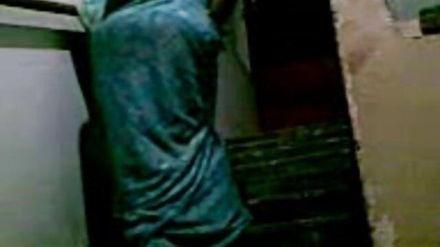 لڑکی کے ساتھ داڑھیوں کے کانال تلگرام کلیپ سکسی ایرانی لباس پر ، میز