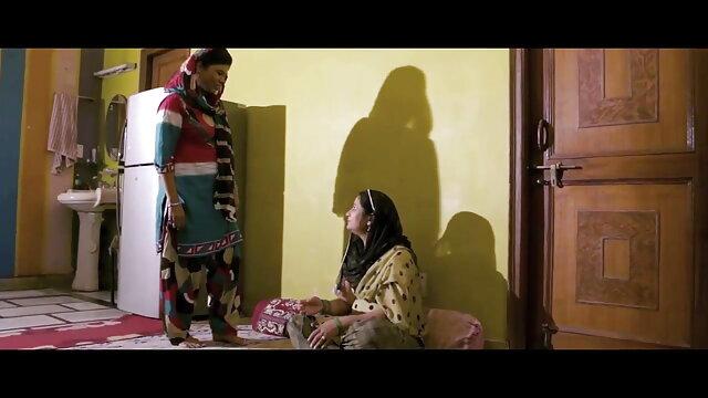 ایوا Mendes بڑھا اس فیلم سکسی زن شوهر دار ایرانی کی ٹانگوں کے سامنے موسیقار