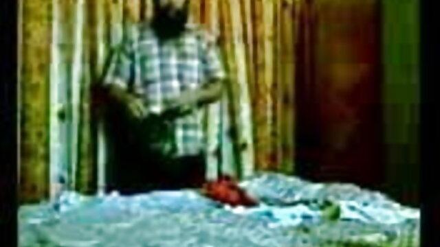 میں فیلم صکسی ایرانی آرام بستر کے ساتھ شیمپین