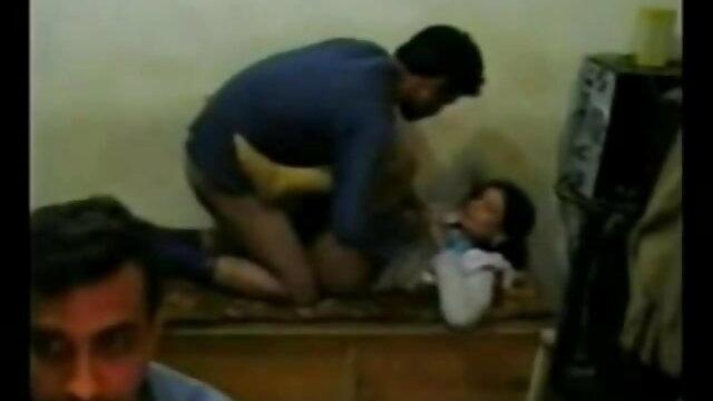 ایک پولیس افسر بولے ہتکڑی پر کلائی سیڈی فیلم سکسی جدید دختر ایرانی سیاہ اور سونے کے ساتھ ایک عورت